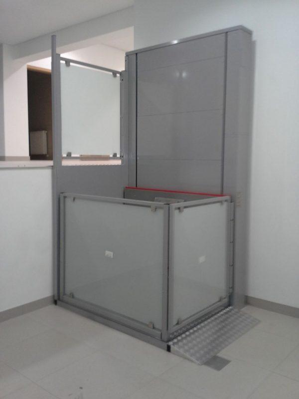 Podnośnik platformowy dla niepełnosprawnych B900 (wysokość podnoszenia do 3 metrów)