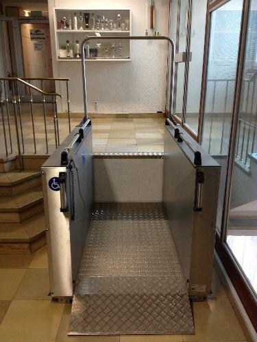Podnośnik platformowy dla niepełnosprawnych H-ES (wysokość podnoszenia do 1,3 metra)